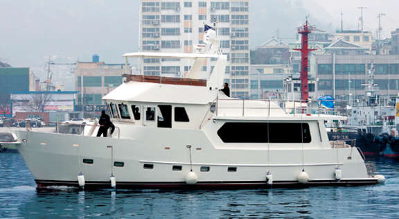 For those that want a fully enclosed flybridge / pilot house here we ...